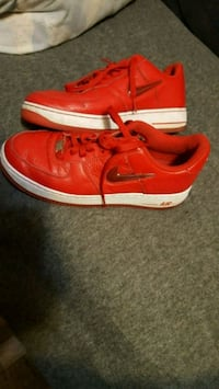 Nike Air force One, red, size 9.5 451 mi