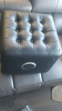 ION SPEAKER SYSTEM AND SEET BLACK LEATHER London, N6P 0E2
