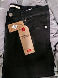 Womens Levis Classic Straight Black Jeans---Size 8
