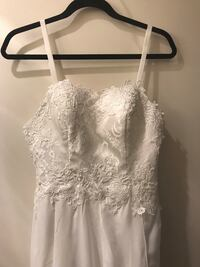 This wedding dress is absolutely beautiful. The pictures do not do it justice. It is high quality material and well made. Waist is approx 30inches. This dress is perfect for a summer or beach wedding. It has never been used. Pleasant Hill, 94523