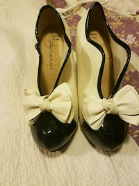Beige and black pumps will fit size 8 Montpelier, 43543