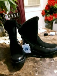BRAND NEW Women's Black winter Lether Boots,size7  London, N6K 2X6