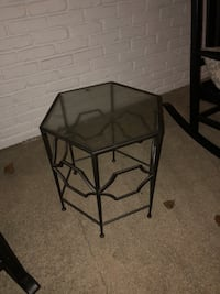 End table - glass top just needs windex! Woodbury, 11797