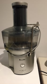 Breville juice fountain compact juicer. Works great just don't use it  Frederick, 21704