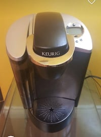 Keurig single serve coffee machine barely used  Surrey, V3W 2G9