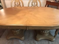 DINNER TABLE SET GOOD CONDITION Clifton