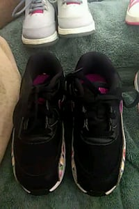 pair of black Air Jordan basketball shoes El Paso, 79924