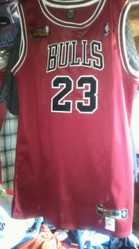 red and white Chicago Bulls 23 jersey Stockton