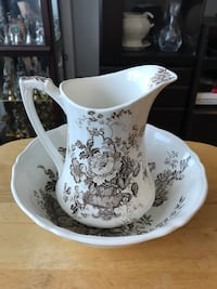 """Alfred Meakin Staffordshire England pitcher and wash basin set, """"Charlotte"""", excellent condition"""