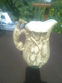 Vintage signed hunting pitcher Aurora, 80010