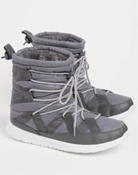 """New Womens Black Strapped Faux Fur Snow Boots Size M L Xl 7-8-9-10 Hight 7.5"""" Deer Park, 11729"""