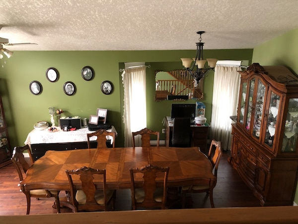 Beautiful China cabinet and matching table and chairs like new