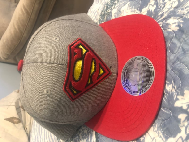 Superman hat 79612194-723d-4eb3-a73e-c3f8ac05843e