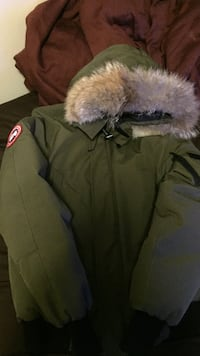 Selling Canada Goose Jacket sz small Toronto, M9A 3S8