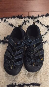 Keen shoes boys size 5 Tysons