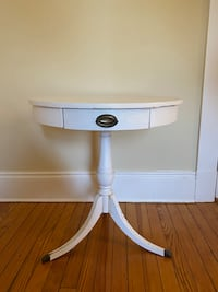 Round End Table with Drawer Baltimore, 21210