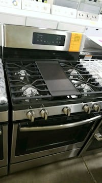 New ge natural gas Stove 5 burner convection oven  Hauppauge, 11788