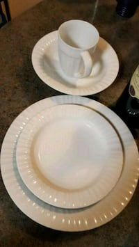 8pc place setting in white .