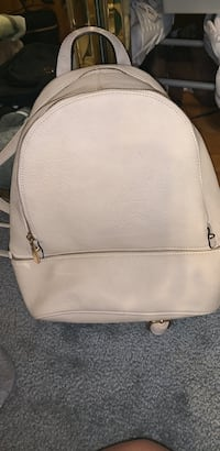 Very good condition off white backpack with lots of storage Hamilton, L9B 1X6