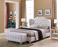 Used White Monroe Tufted Queen Bed Santa Ana, 92704