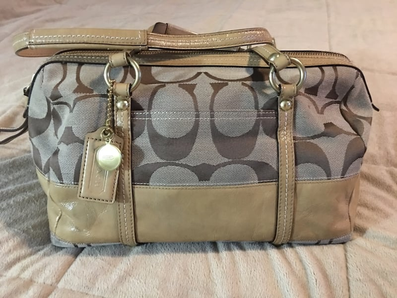 Coach authentic/original handbag bb67dbb3-6e30-41c6-8d52-cfd727e4c358