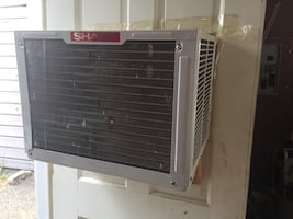 Ac unit with control works great save money this is 300$ new!