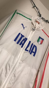 Large Italia puma jacket  Winnipeg, R3T 2H4