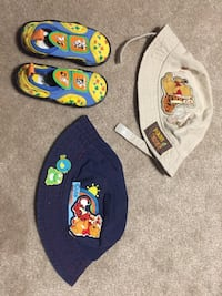 Winnie the Pooh Toddler hats and Baby looney tunes water shoes Toronto, M6E 4X4