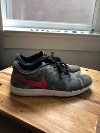 pair of gray-and-black Nike sneakers Vancouver, V5L 4G4