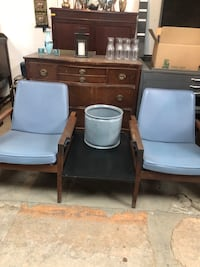 Vintage chairs with table Montréal, H2X 2T2