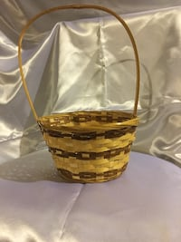 Light weight wicker basket Waterbury