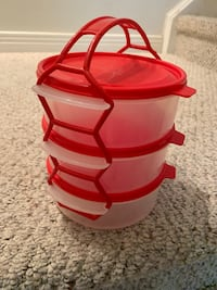 1 set of 3 stackable plastic containers with handle