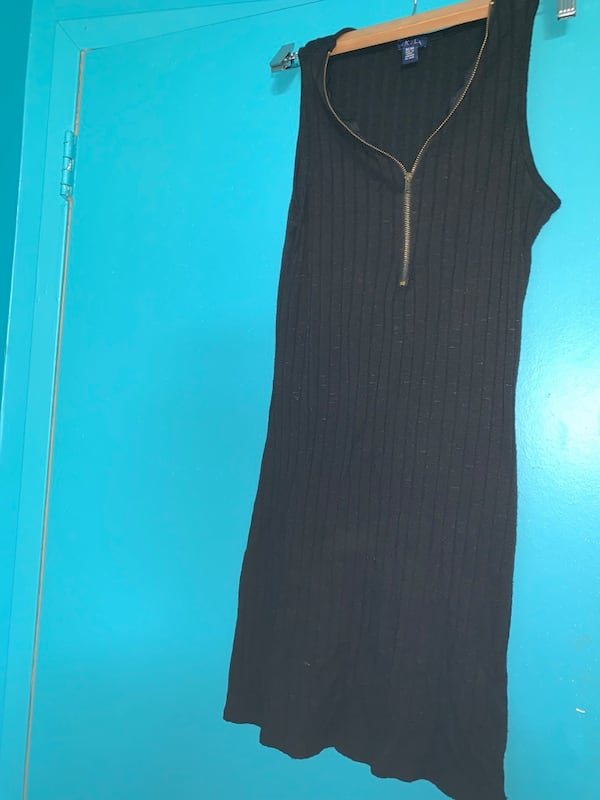 BLACK ZIP UP TANK TOP 75108fc3-25a1-4686-9840-64d19cea6908