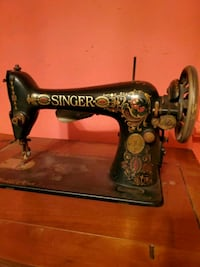 Antique Singer Sewing Machine from 1915