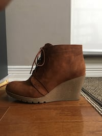 Worn once brown suede wedge booties size 9 Richmond Hill, L4B 0A2