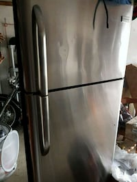 Frigidaire stainless steel refrigerator Richmond Hill, L4E 3H1