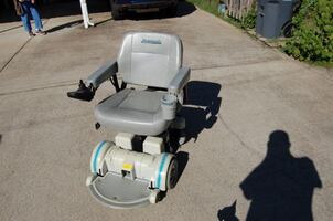 (REDUCED PRICE) HOVEROUND MPV5 ELECTRIC WHEELCHAIR WITH VEHICLE HAULER