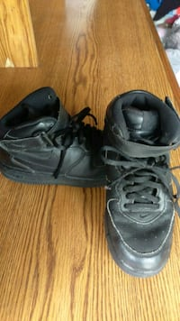 Nike boys shoes 2.5 Whittier, 90604