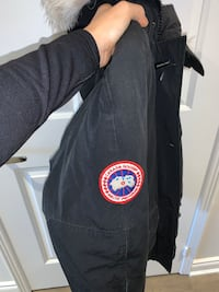 Canada goose chiliwack women's bomber size small colour is black Vaughan, L4J 7A4