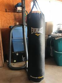 Everlast 100 lb heavy bag with heavy bag/ speed bag stand Royse City, 75189