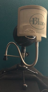 Blue snowball microphone with pop filter Metairie, 70005
