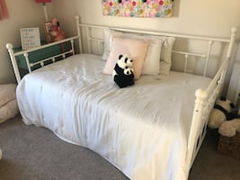 Open box- white day bed with trundle