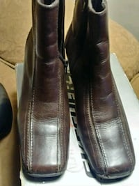 pair of black leather dress shoes New Holland, 17557