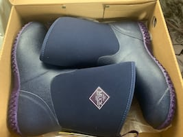 Ladies Muck boots size 10