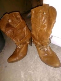 pair of brown leather boots Calgary, T2W 4K5