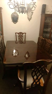 Dining table  Covina, 91722