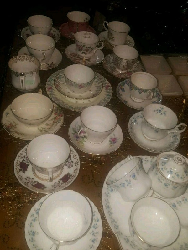 Fine Bone China Tea Cups/Saucers