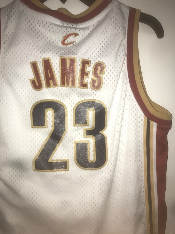 best website 9863c c9d83 Cleveland cavs throwback Lebron James jersey , Youth Large