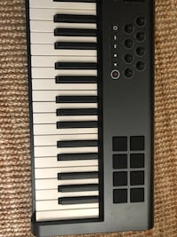 Axiom 61 key Midi controller keyboard needs power supply Vancouver, V5M 1Z2