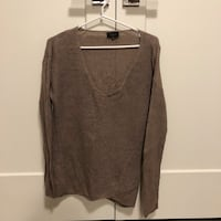 t. babaton sweater  Coquitlam, V3J